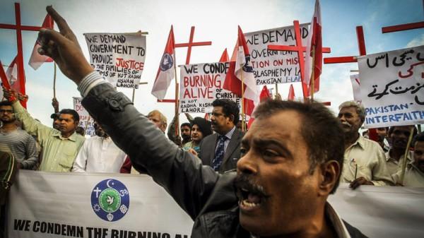 pakistan-blasphemy-killing1_wide-1fd5ac1c3fe8910aae815354f223b718bc303302-s800-c85