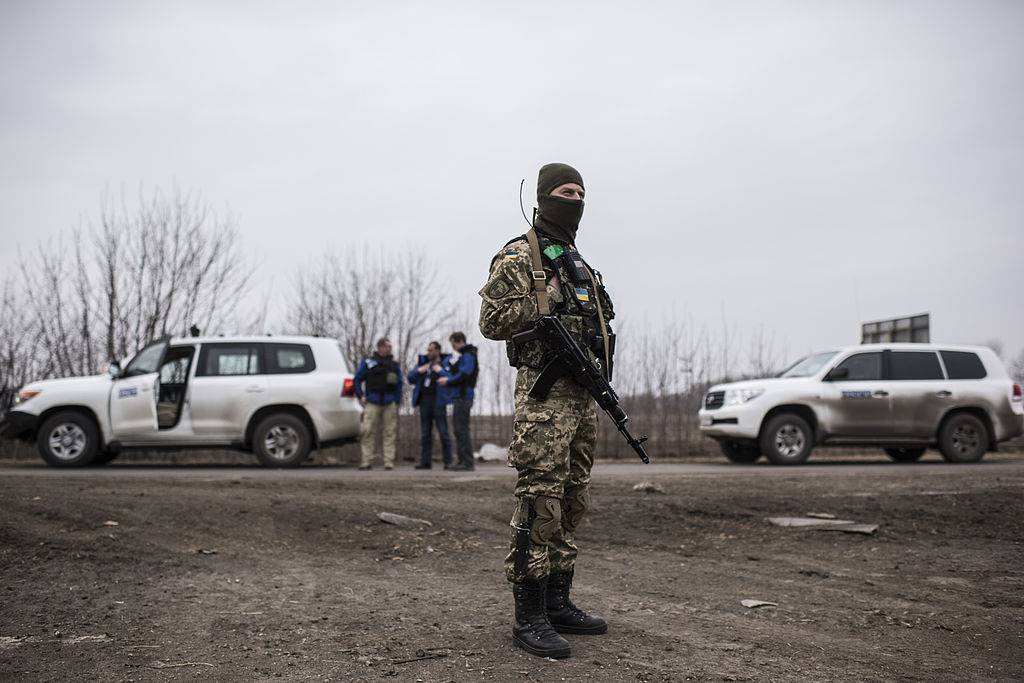 OSCE_SMM_monitoring_the_movement_of_heavy_weaponry_in_eastern_Ukraine_(16545532229)
