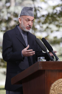 Afghan_President_Hamid_Karzai_gives_remarks_during_a_press_conference_with_U.S._Secretary_of_State_Hillary_Rodham_Clinton_at_the_Presidential_Palace_in_Kabul,_Afghanistan_111020-S-PA947-1068