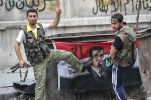 أبطال الجيش السوري الحر يدوس على بشار الأسد