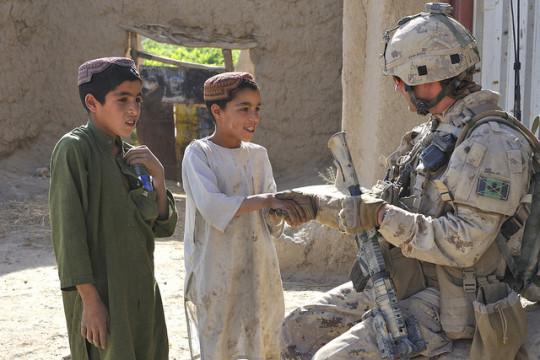 English/Anglais AR2010-0136-03 11 June 2010 Kandahar, Afghanistan Sgt Robert Bray (Left), from 1 Royal Canadian Regiment (1 RCR) and MWO John Copeland (Right), from Oscar Company 1 RCR conduct a foot patrol to escort engineers and a Counter Improvised Explosive Device (CIED) team on 11 June 2010 to exploit a found Improvised Explosive Device (IED) near Laikhan Kala. JTF-Afg is CanadaÕs military contribution to Afghanistan. Canadian operations focus on working with Afghan authorities to improve security, governance, and economic development in the country. Photo by Cpl Keith Wazny, Joint Task Force Kandahar Image Tech, Afghanistan Roto 9 French/Franais AR2010-0136-03 11 juin 2010 Kandahar, Afghanistan Le 11 juin 2010, le Sgt Robert Bray (ˆ gauche), du 1er Bataillon, The Royal Canadian Regiment (1 RCR), et lÕAdjum John Copeland (ˆ droite), de la Compagnie Oscar du 1 RCR, exŽcutent une patrouille ˆ pied afin dÕescorter des membres du gŽnie et une Žquipe de lutte contre les dispositifs explosifs de circonstance (IED) jusquÕau lieu o lÕon a trouvŽ un dispositif explosif de circonstance (IED) prs de Laikhan Kala. La FOI-AFG constitue la contribution des Forces canadiennes en Afghanistan. Les opŽrations canadiennes privilŽgient une collaboration avec les autoritŽs afghanes afin dÕamŽliorer la sŽcuritŽ, la gouvernance et le dŽveloppement Žconomique du pays. Photo : Cpl Keith Wazny, technicien en imagerie, Force opŽrationnelle interarmŽes Ð Kandahar, Afghanistan, ROTO 9