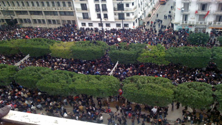 Protesters march on Avenue Habib Bourguiba in downtownTunis, angry over unemployment, rising prices and corruption, 14 Jan 2011